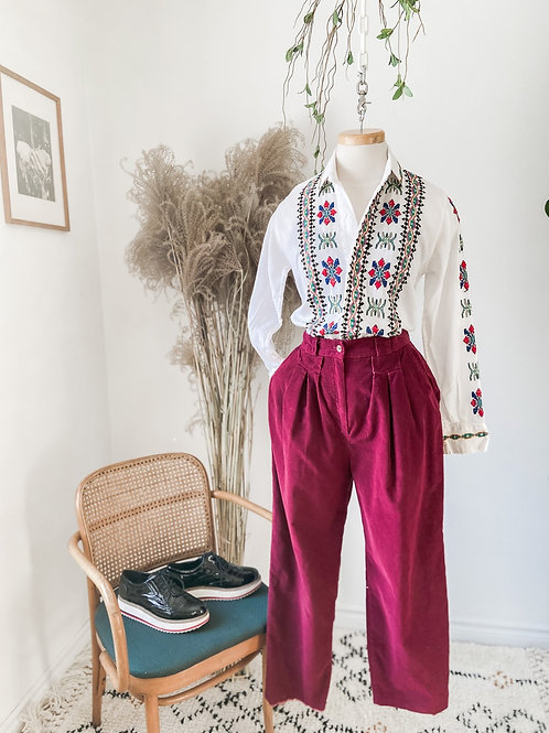 Boss Babe Frida | Pantalon corduroi rouge vin & Chemise brodée
