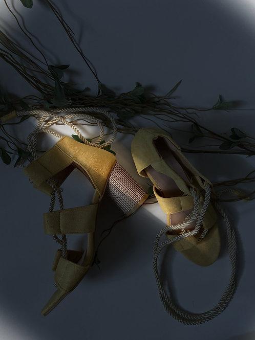 Sandales suèdes lacées jaune