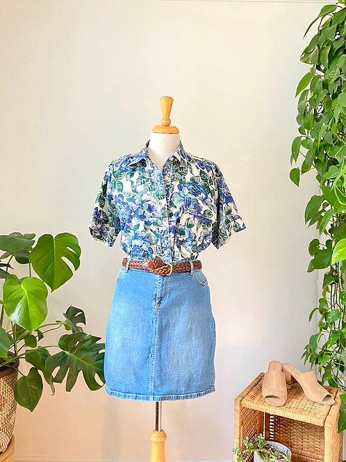 Hawaïenne | Chemise fleurie et jupe en denim