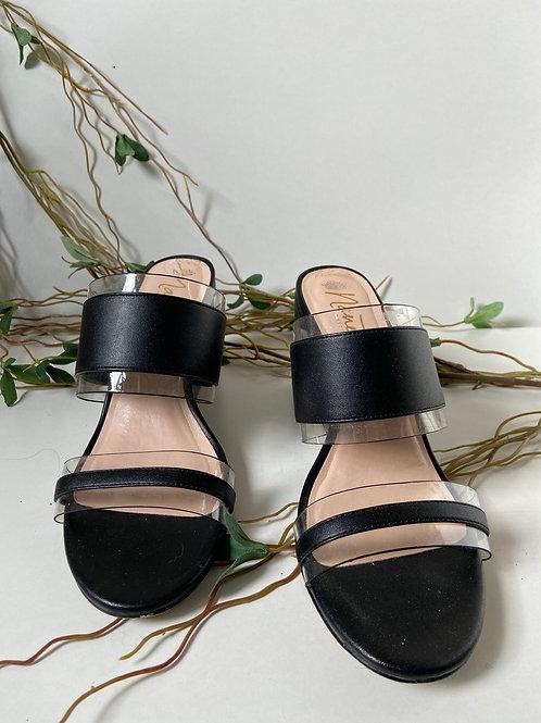 Sandales noires et transparentes