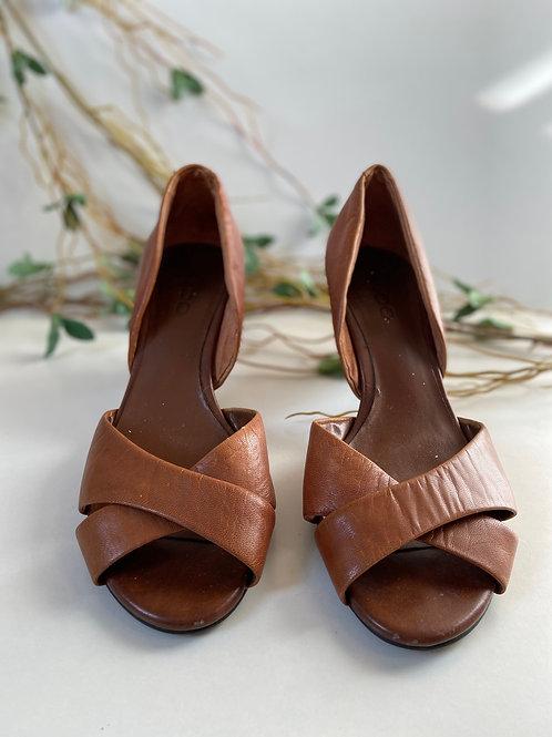 Sandales cuir tan au look rétro