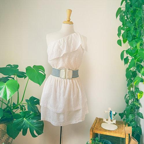 Robe blanche à une épaule & Ceinture lignée