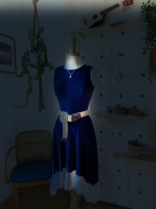 Robe au cotés asymétriques (neuve avec étiquette)