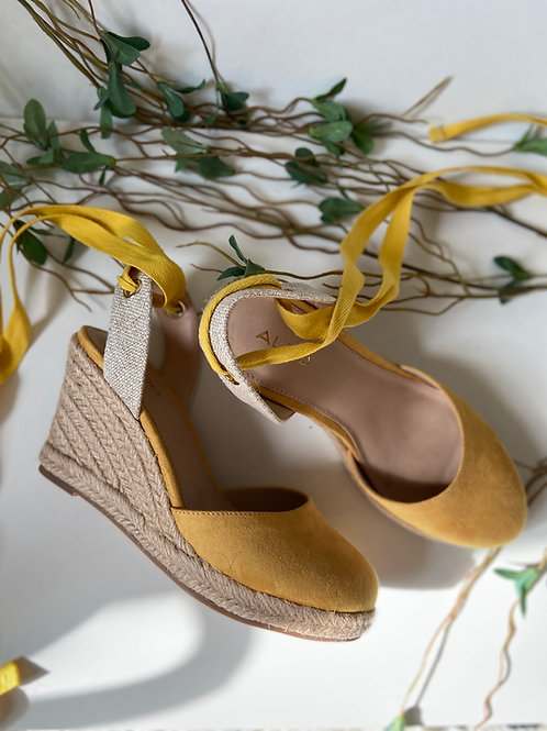 Sandales bouts fermés lacées jaunes