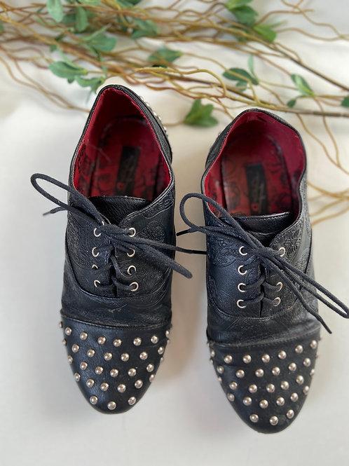 Chaussures fermées avec Studs