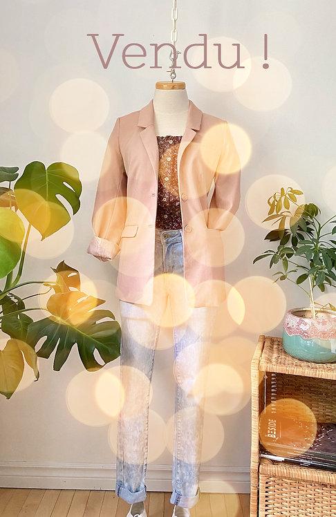 Veste vieux rose, jeans tie dye LEVIS & haut crop top blousant