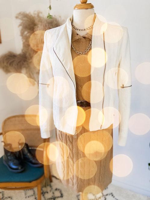 Robe tricot beige & Jacket blanc avec zips et cuirette