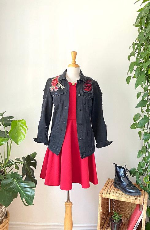 Robe Cerise et Jean jacket noir avec broderies