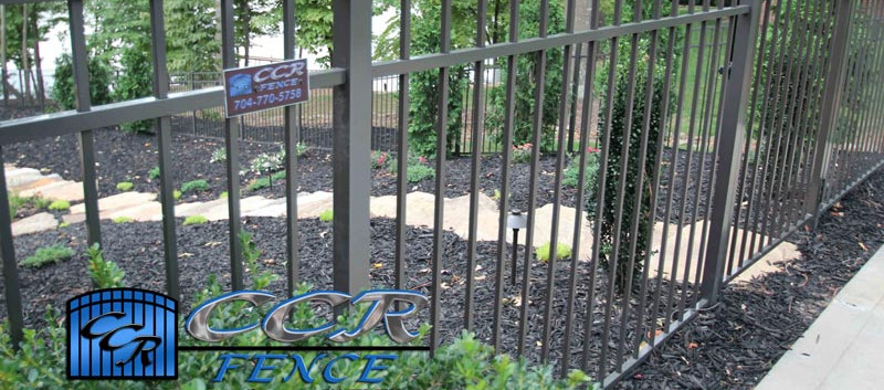 Aluminum-Fence-for-Walkway.jpg