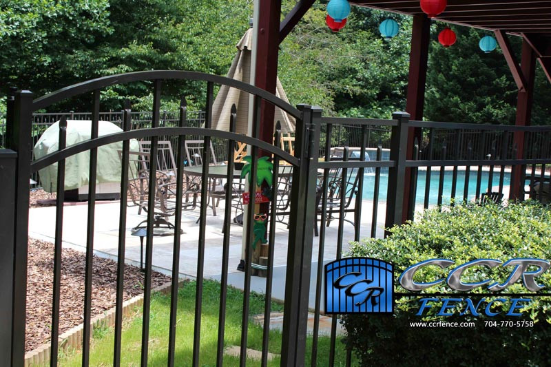 Arch-Top-Gate-for-Aluminum-Fence.jpg