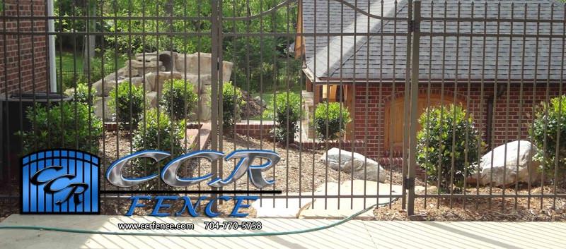 Bronze-Fence-that-looks-like-wrought-iro