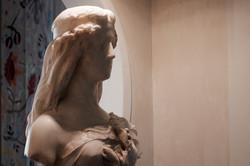 Buste en marbre à l'entrée