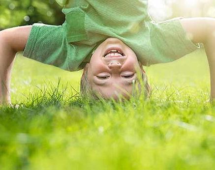 L'Ecole Montessori Bilingue Smiles'n Kids, située dans le 92 à Issy-les-Moulineaux proche Meudon applique la Pédagogie Montessori. Elle considère l'école comme une aide à la vie.