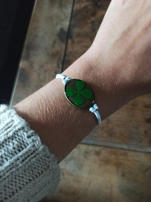 Bracelet Résine Trèfle 4 Feuilles Blanc