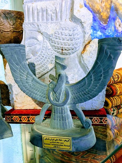 variedad de esculturas