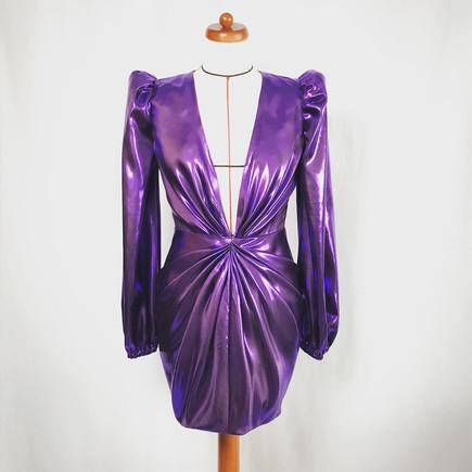 robe_violet_grand_decolleté.jpg