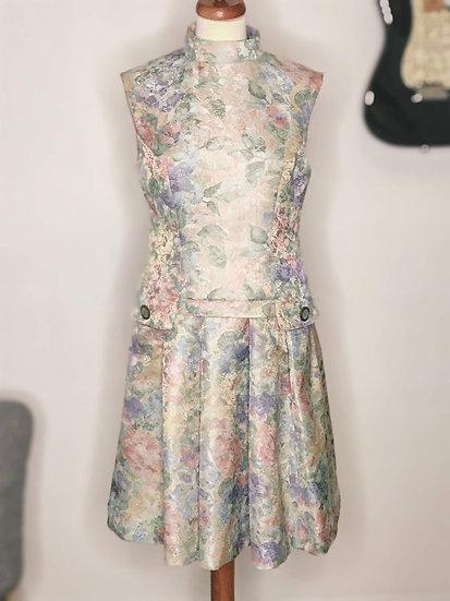 Robe rétro années 60 Patou avec jupe à plis, taille basse et rabats sur les hanches