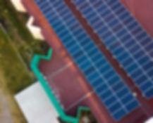Instalación de celdas fotovoltaicas en un centro educativo