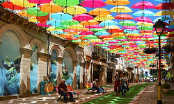 rua-umbrella-sky-project-litoral-magazin