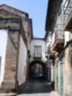 250px-Casa_do_Arco,_Guimarães.jpg