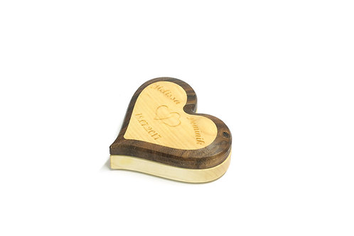 Personalisierte Schatulle in Herzform aus Holz, Nußholz, Ahorn
