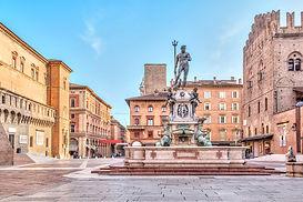 Piazza del Nettuno square in Bologna.jpg
