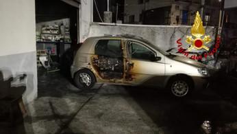 Incendio in autocarrozzeria a Catanzaro: interessati tre mezzi