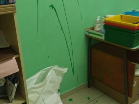 Praia a Mare, vernice sui muri, cacca sui pavimenti: vandali a scuola