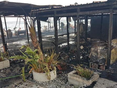 Paola, in fiamme lo stabilimento balneare Movida