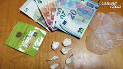 Tortora, 13 dosi di cocaina: il cane Enno fa arrestare un giovane