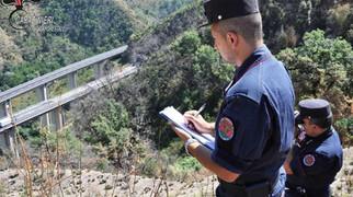 Cosenza, incendio boschivo causato dai lavori in un cantiere in autostrada: due denunce