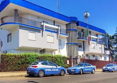 Violentava e filmava la moglie e la figlia minorenne, arrestato un 57enne a Corigliano Rossano
