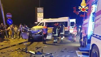 Due morti in un grave incidente sulla Statale 106