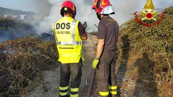 Incendio nei pressi dell'ospedale di Lamezia Terme: tanti disagi