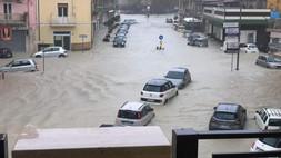 Maltempo allagamenti a Crotone.  A Corigliano Rossano frane e strade allagate