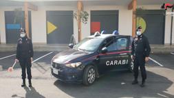 Inseguito dai carabinieri, getta la droga dal finestrino a Corigliano