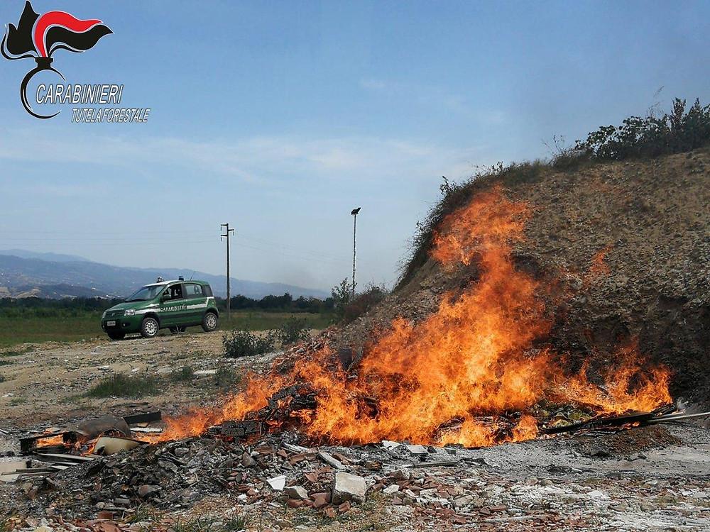Torano Castello, incendio. Intervento dei carabinieri forestali