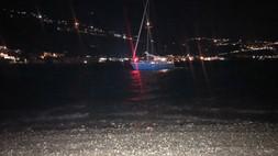 Cetraro, soccorso della Guardia costiera ad una barca a vela incagliata. VIDEO
