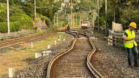 Linea ferroviaria bloccata per ore per un treno fuori dai binari a Maratea