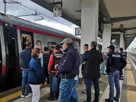 """Paola, """"clandestino"""" a bordo: Frecciargento bloccato alla stazione per 90 minuti"""