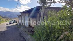 Santa Domenica Talao, incendio in un garage, forse doloso