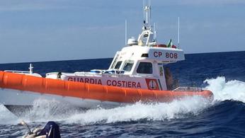 Pizzo, barca alla deriva con due persone:intervento della Guardia costiera