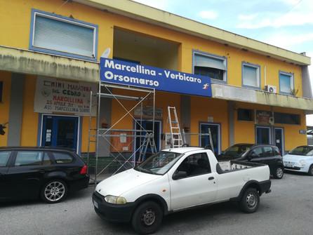 Sostituita a tempo di record l'insegna alla stazione ferroviaria di Marcellina