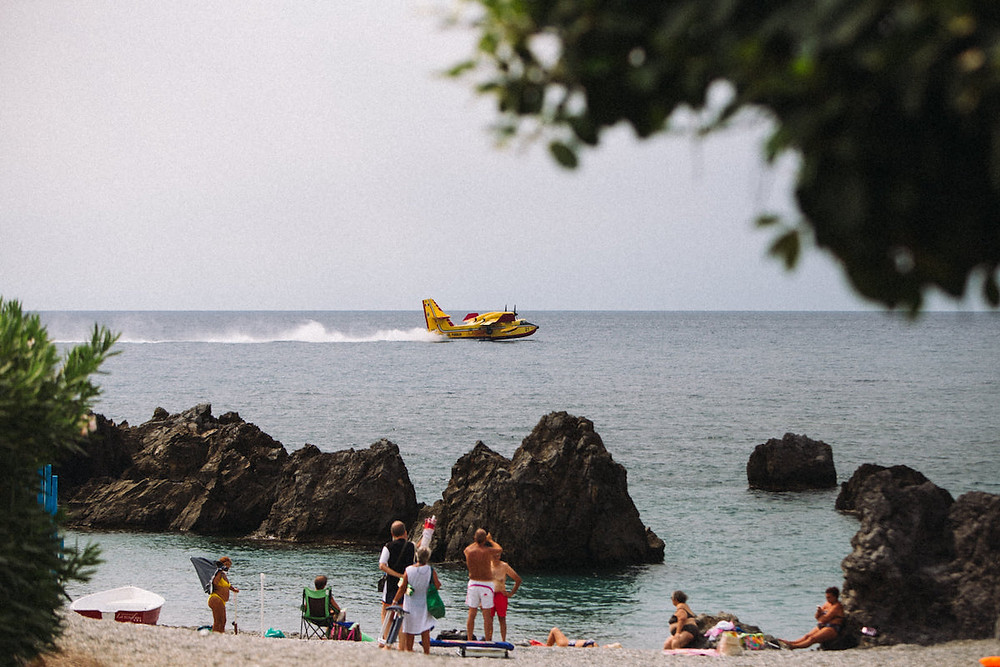 Canadair a Scalea (foto Giampietro Arieta)