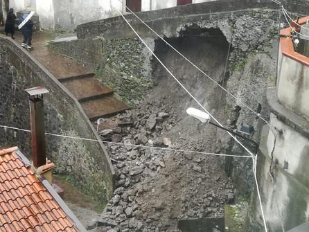 Orsomarso, crolla un muro. Evacuate tre famiglie