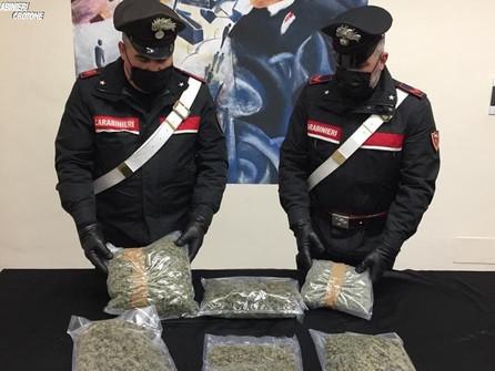 Crotone, sequestrati dai carabinieri 2,5 Kg di marijuana