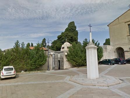 Tropea, tombe svuotate e cadaveri distrutti al cimitero: 3 arresti