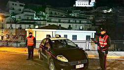 CoriglianoRossano, vede i carabinieri e impone alla figlia 11enne di lanciare la cocaina dal balcone