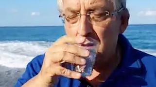 Diamante: mare pulito? ...e il sindaco se lo beve