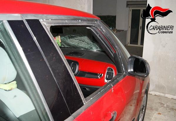 Aprigliano auto danneggiata